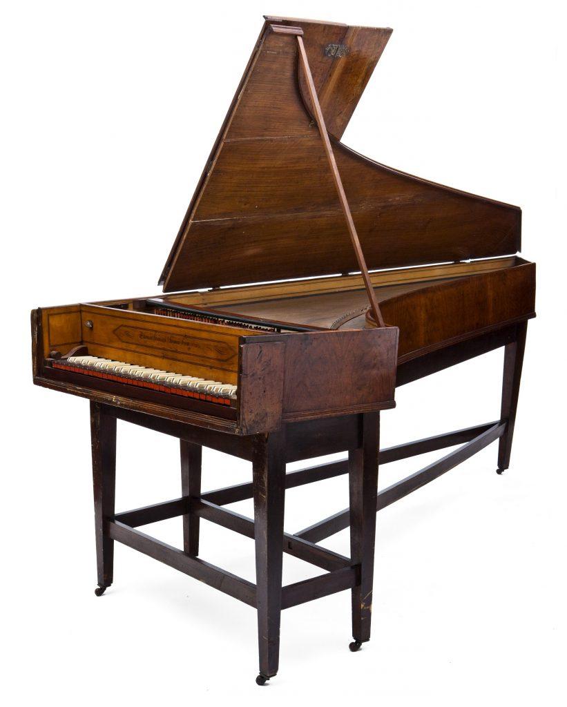 https://images.is.ed.ac.uk/luna/servlet/detail/UoEart~2~2~33639~103764:Single-manual-harpsichord--Thomas-H